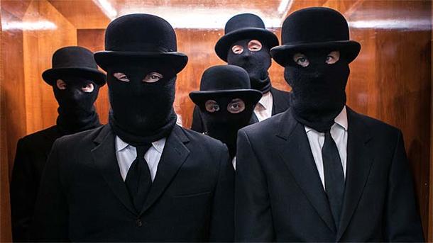 В Херсонской области люди в масках напали на автобус